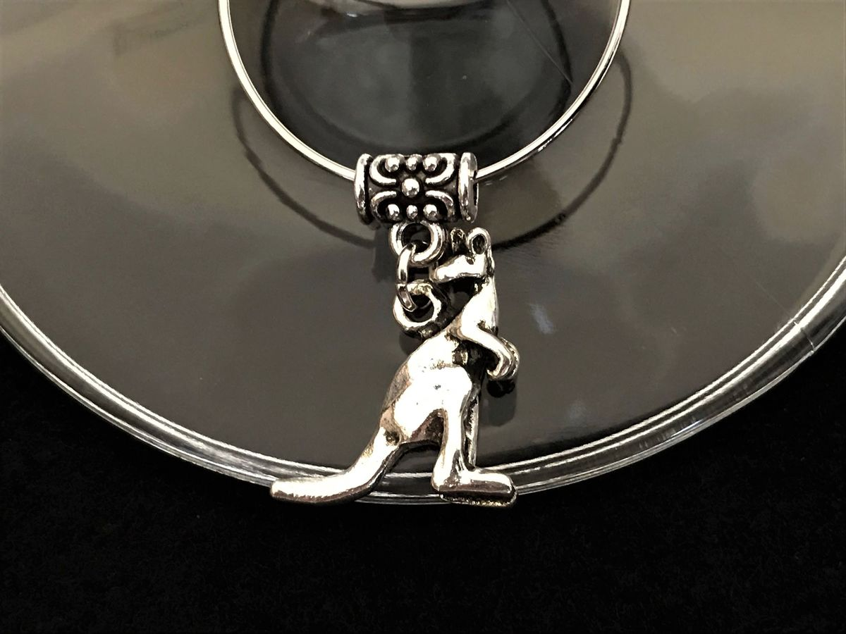 Never lose your glass at a party with this silver kangaroo wine glass charm. - Available a