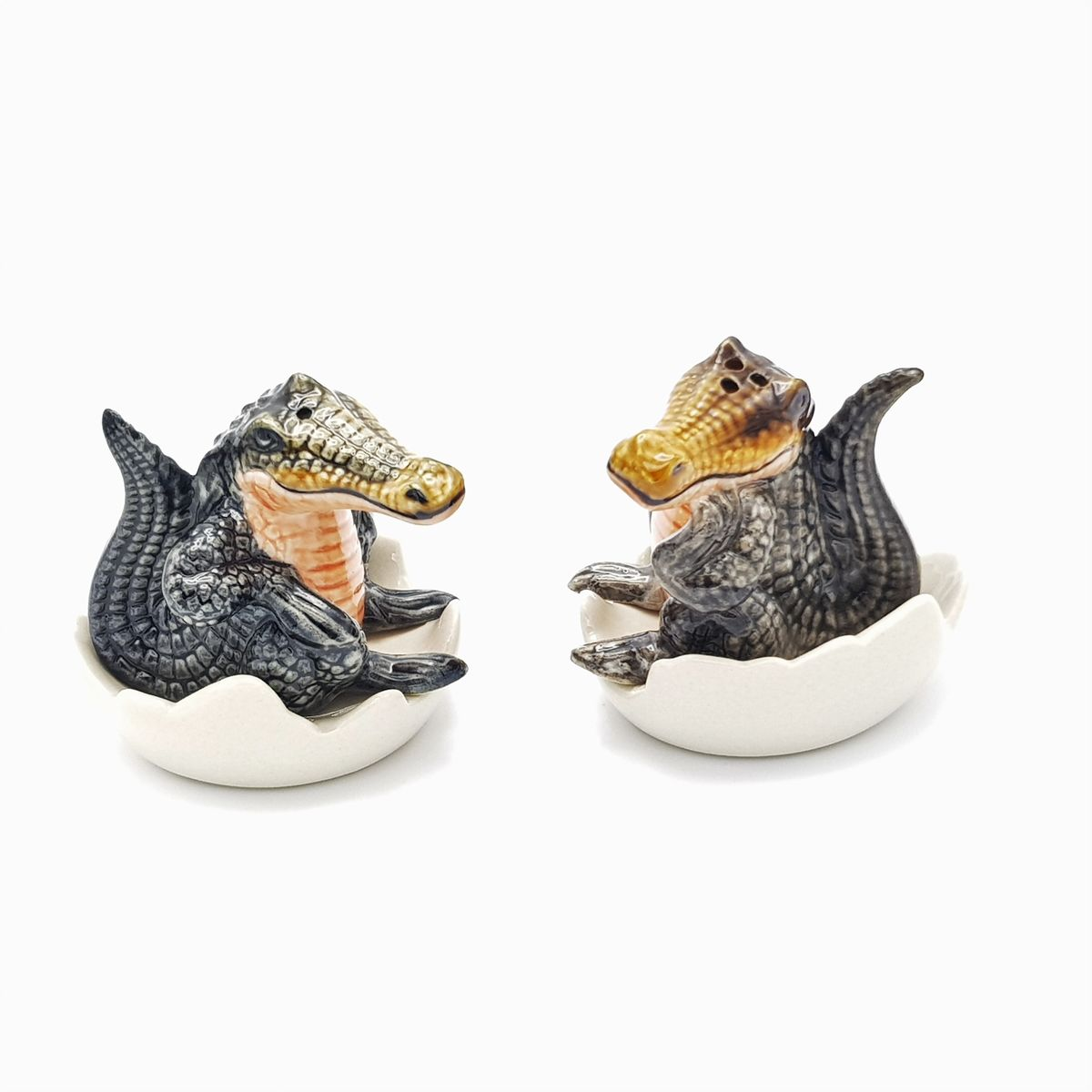 Make your dinner table setting a snap! with these beautiful crocodile salt and pepper shak