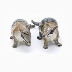 Make your dinner table an even bigger success with this gorgeous pair of numbat salt and p